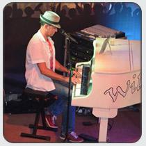 slideshow210x210-pianoshow.jpg